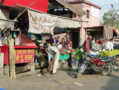 1 Fruit  market-Fruit Juice stall and que 600.jpg